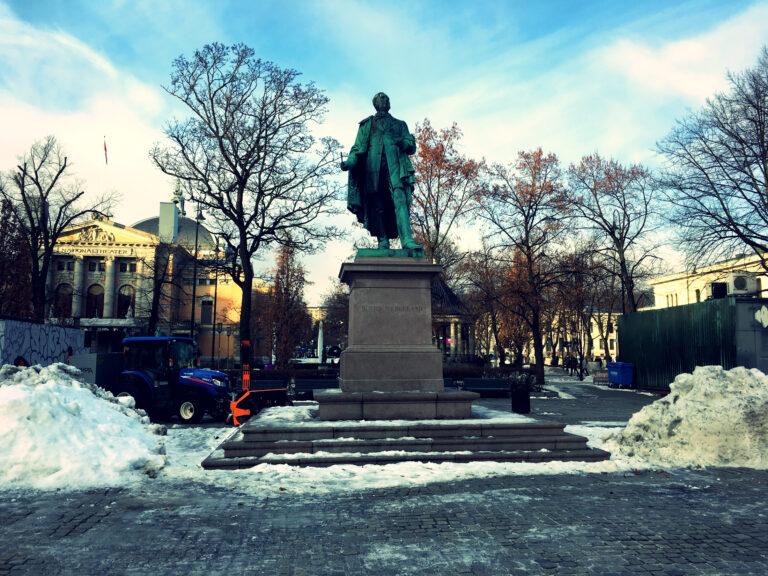 Statue of Henrik Wergeland