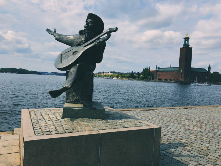 Staty av Evert Taube