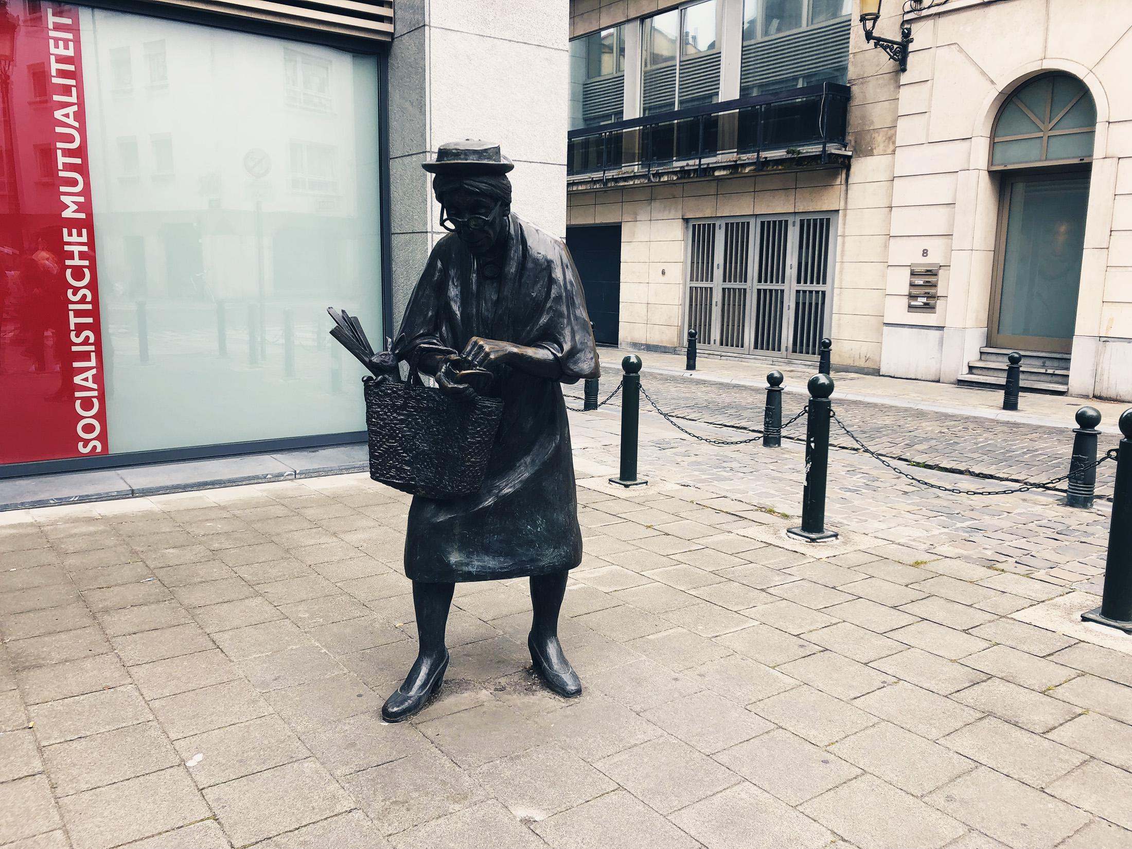 Monument Madame Chapeau