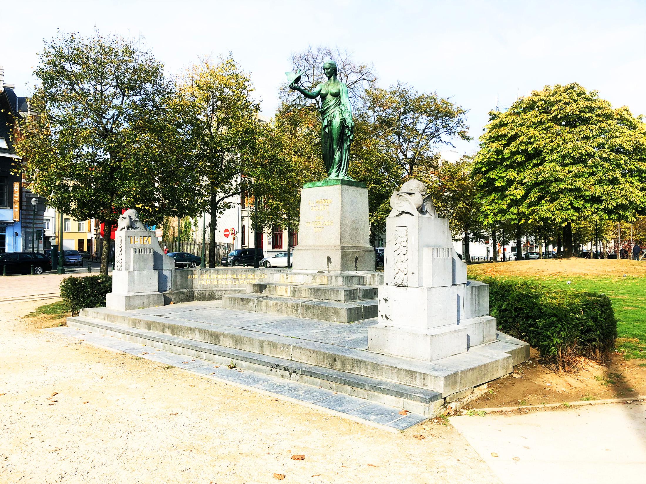 Monument au Pigeon-Soldat