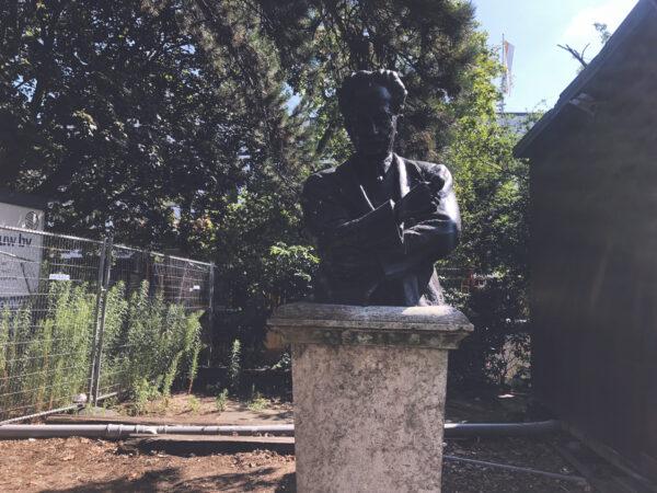 Arthur Van Schendel Historic Statue