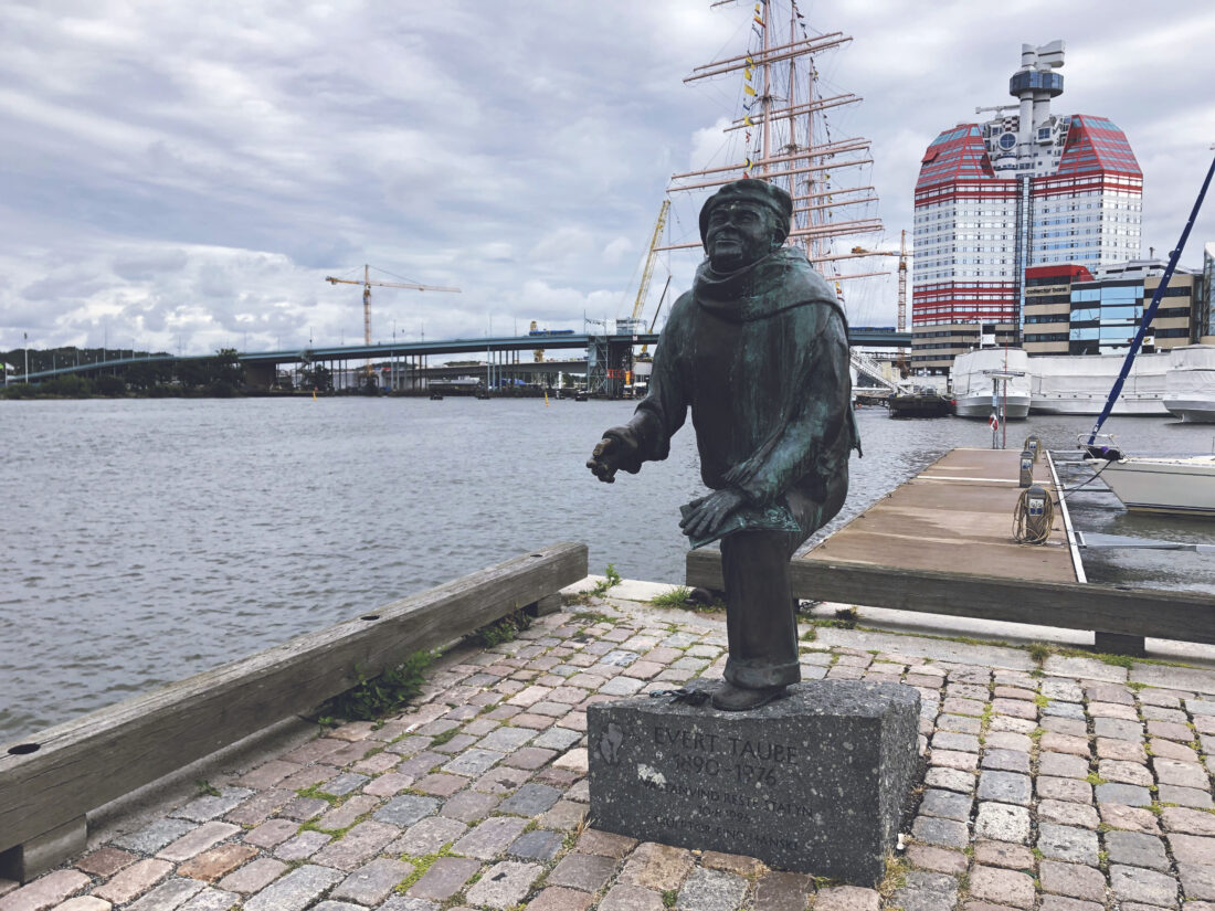 Evert Taubes Staty